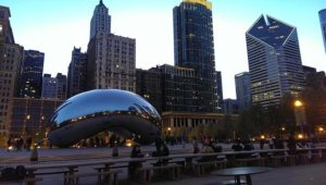 Cloud Gate de nuit (via HelloChicago.fr)