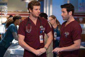 Nick Gehlfuss et Colin Donnell dans la saison 1 de Chicago Med