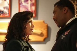 Melissa Ponzio et Eammon Walker dans la saison 2 de Chicago Fire